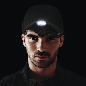 Casquette avec éclairage LED en continu ou flash