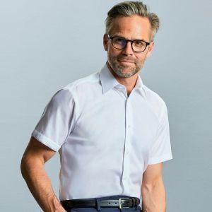 Chemise coupe moderne manches courtes en coton sans repassage, 120 g/m²